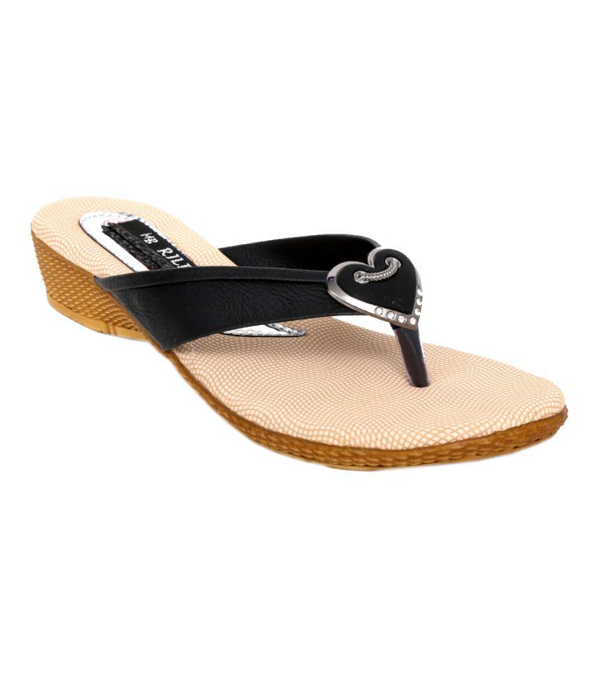 Pipo Black Flat Sandal For Women