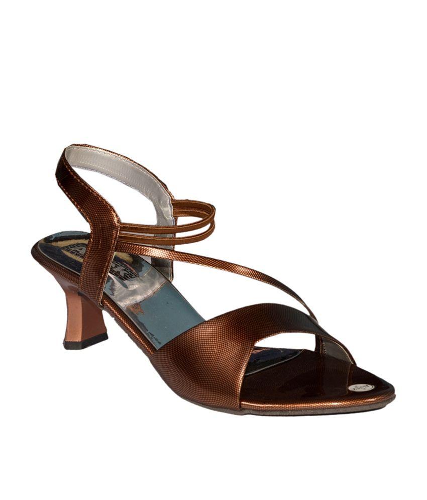 Altek Gold Medium Heel V Strap Round Toe Patent Comfort Sandals