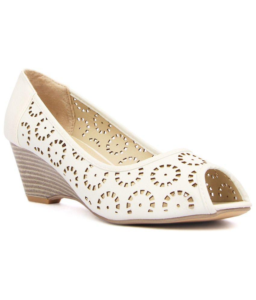 Kz Classics Classy White Peep Toe Wedges for Women