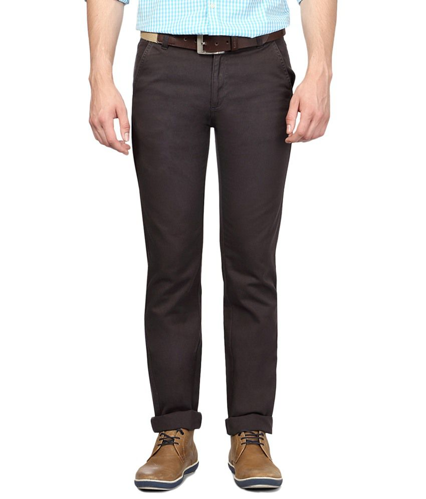 Peter England Brown Slim Fit Solid Casual Chinos