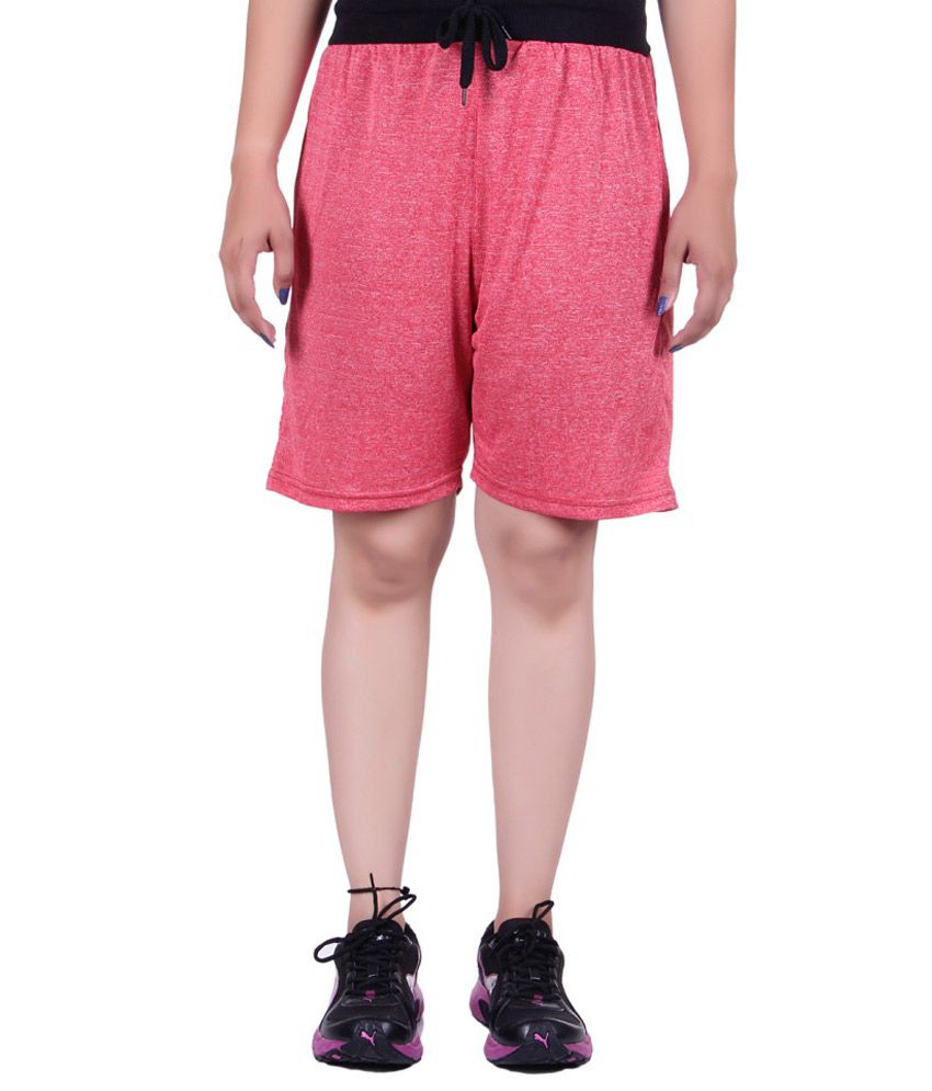 how to wear pink shorts