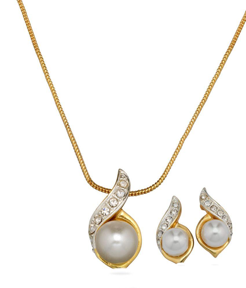 Oleva Golden Alloy Austrian Diamonds Without Chain Pendant Set