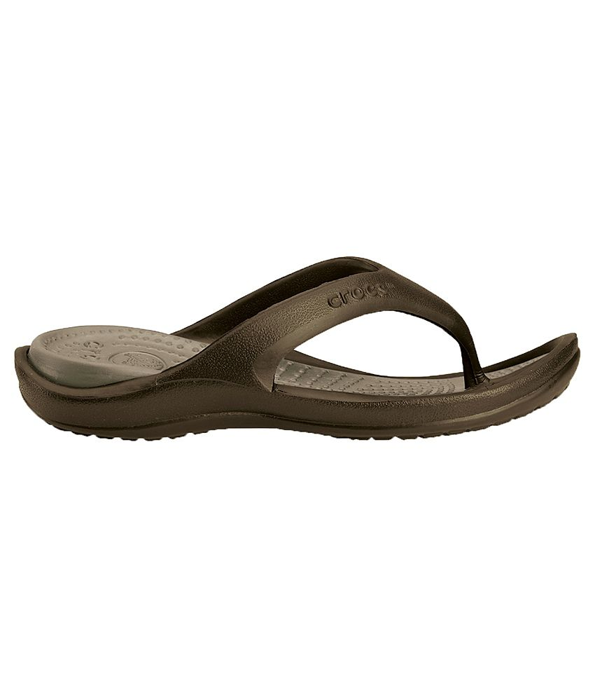 8195a64bd317 Crocs Relaxed Fit Athens II Brown Flip Flops Price in India- Buy ...