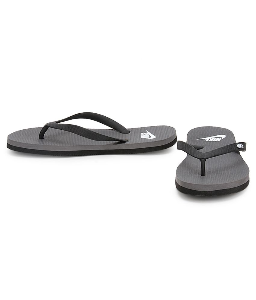 9d825e599e8e Nike Aquaswift Thong Black Flip Flops Price in India- Buy Nike ...