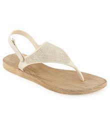 405f2b67ff7 Women s Sandals Upto 70% OFF  Buy Women s Sandals   Flat Slip-on ...