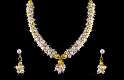 acbcbe760e213 Sri Jagdamba Pearls Bunch Necklace Set