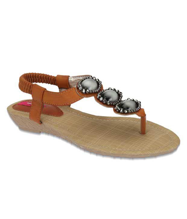 Aria Zealous Tan Flat Sandals