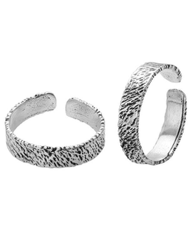 Voylla Attractive Oxidized Silver Alloy Toe Ring Pair