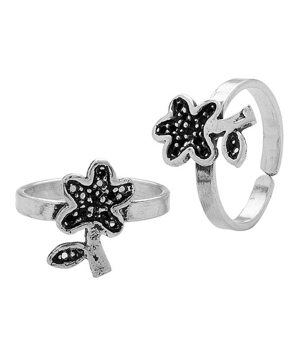 Voylla Pair Of Dainty Flower Oxidized Toe Rings