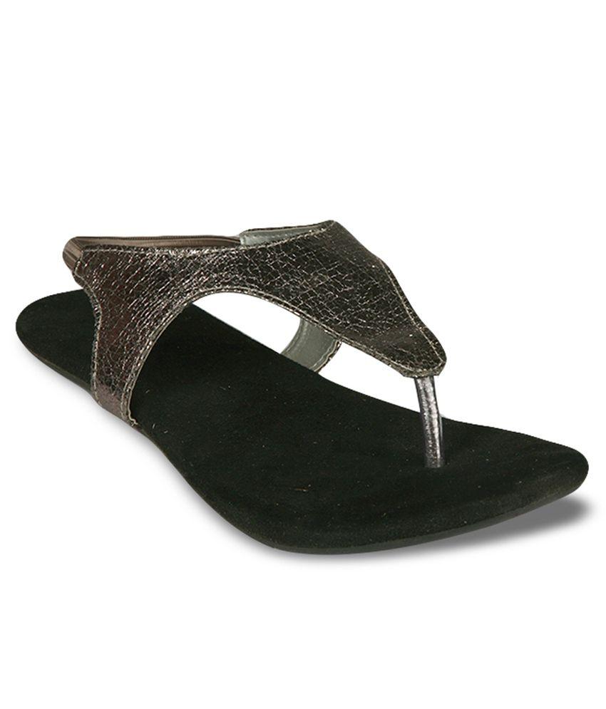 Studio 9 Black Flat Sandals