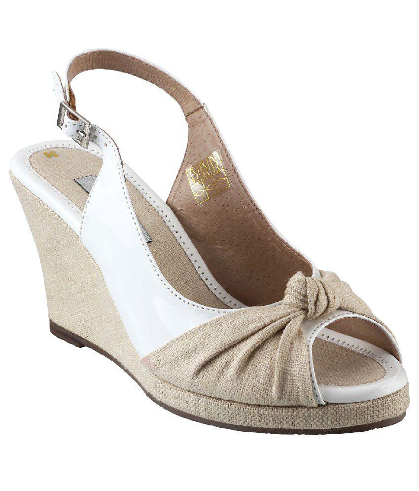 Metro White Wedges Sandals