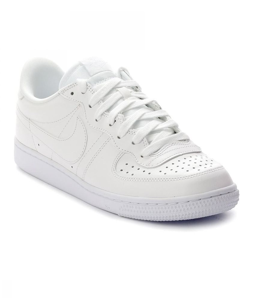 sale retailer ecf89 26b70 Nike White Sneaker Shoes - Buy Nike White Sneaker Shoes Online at Best  Prices in India on Snapdeal