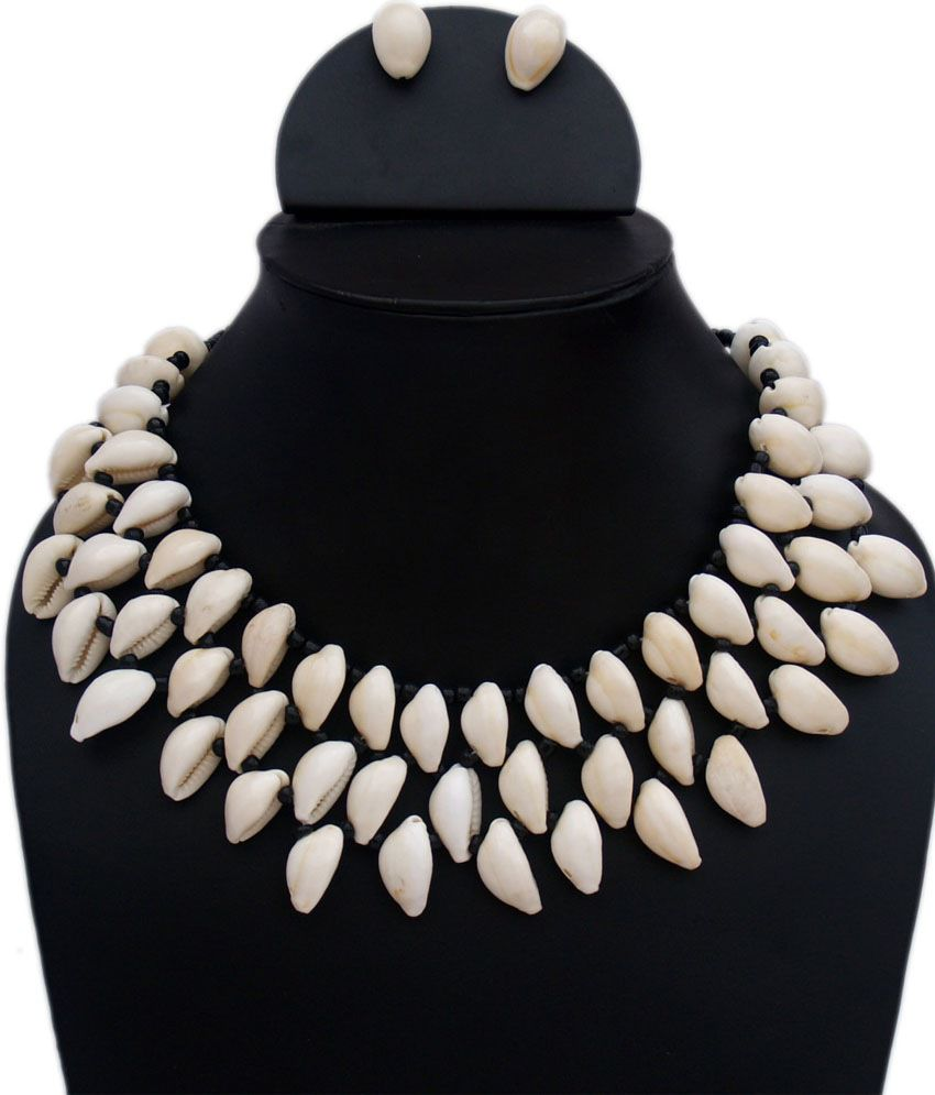 VR Designers Trendy Cream Shells Necklace Set