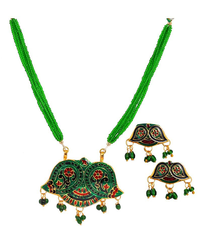 Maayra Glamourous Antique Necklace Set
