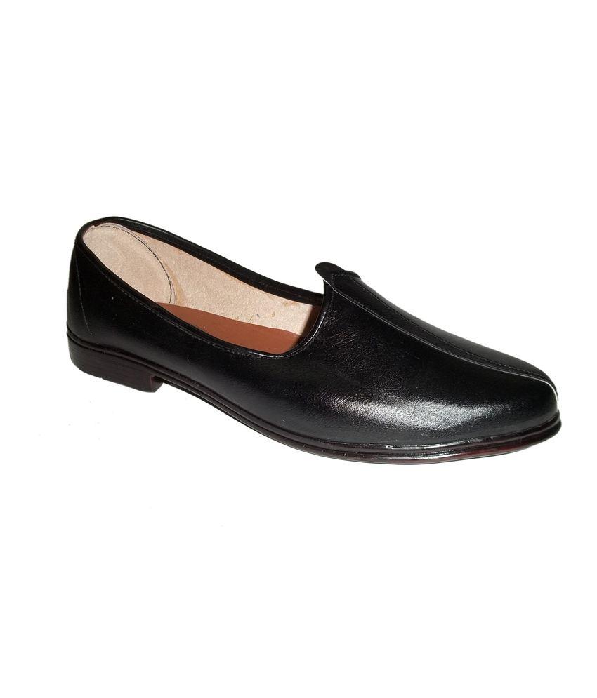Panahi Round Black Traditional Leather Jutti