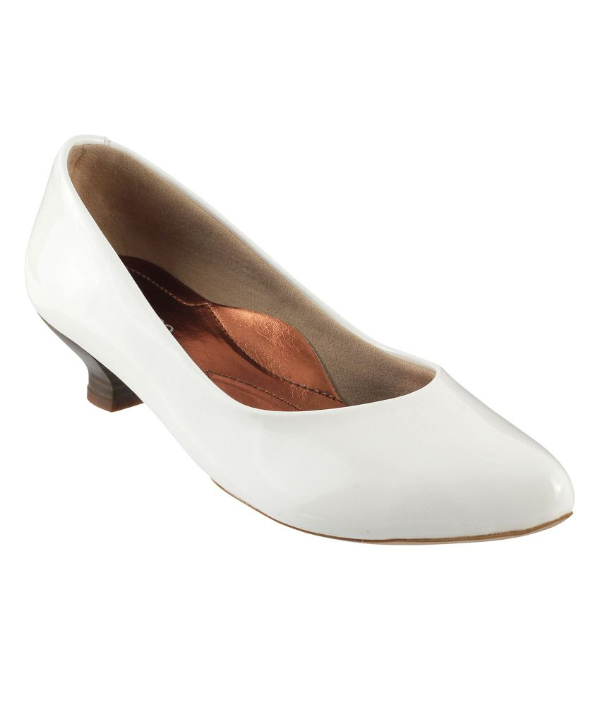Metro White Kitten Pumps