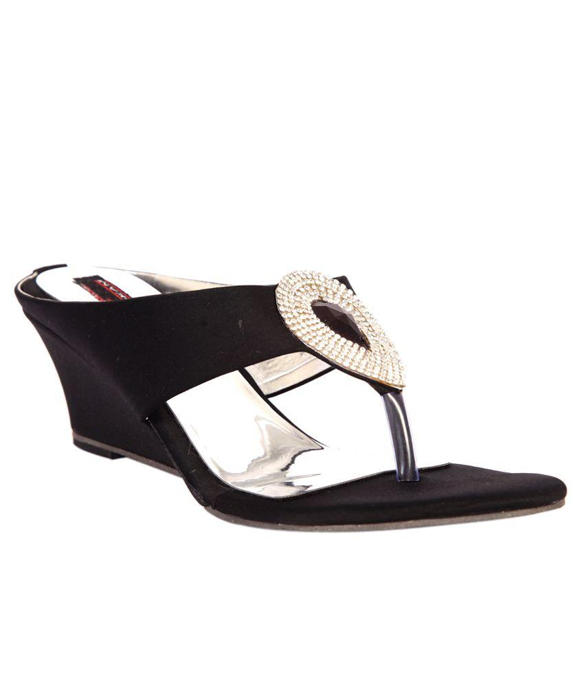 Trilokani Black Low Heel Flip Flops