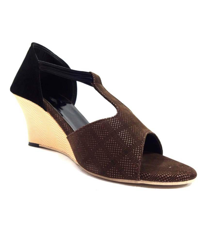 Selfie Brown Wedges Sandal For Women