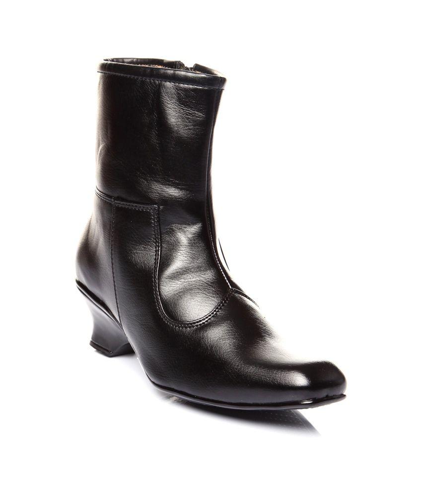 Trilokani Black Boots For Women