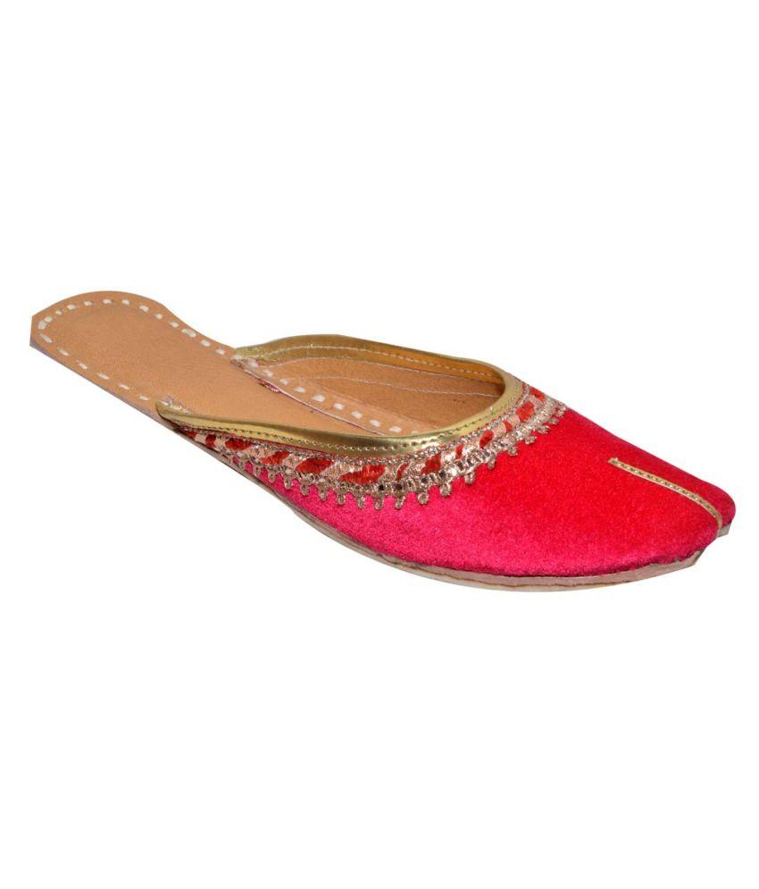 Maya Apparels Pink Velvet Juttis