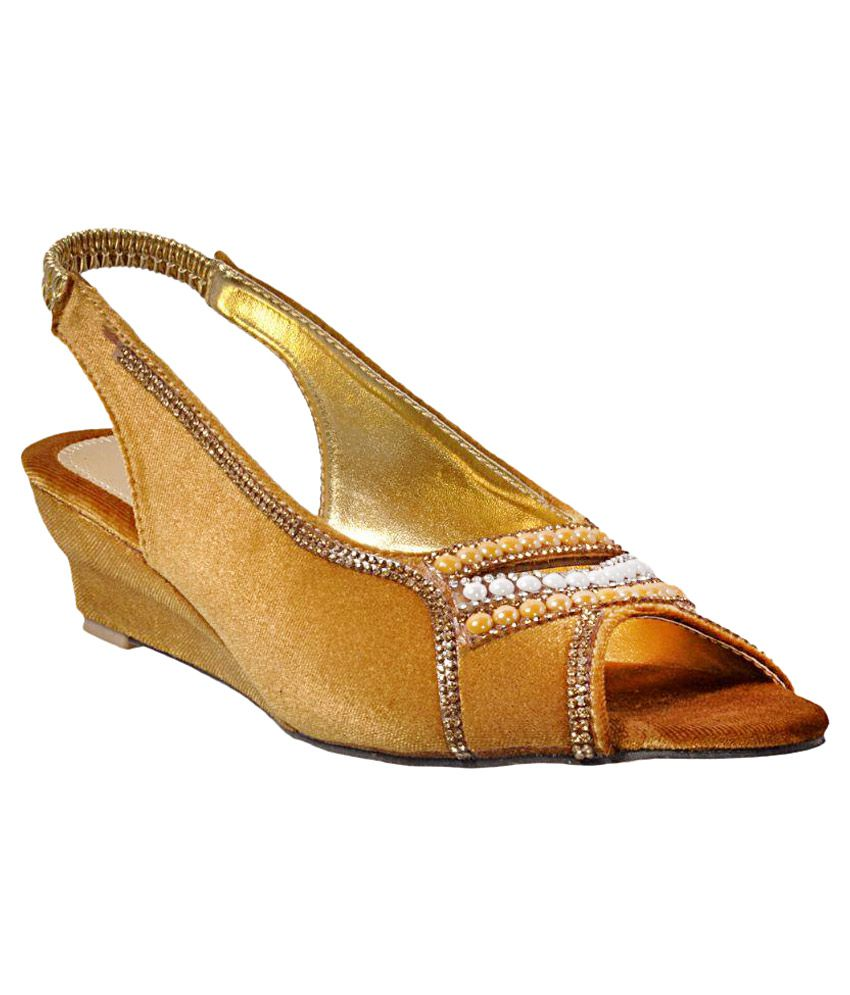 Fashionable Gold Wedges Heels