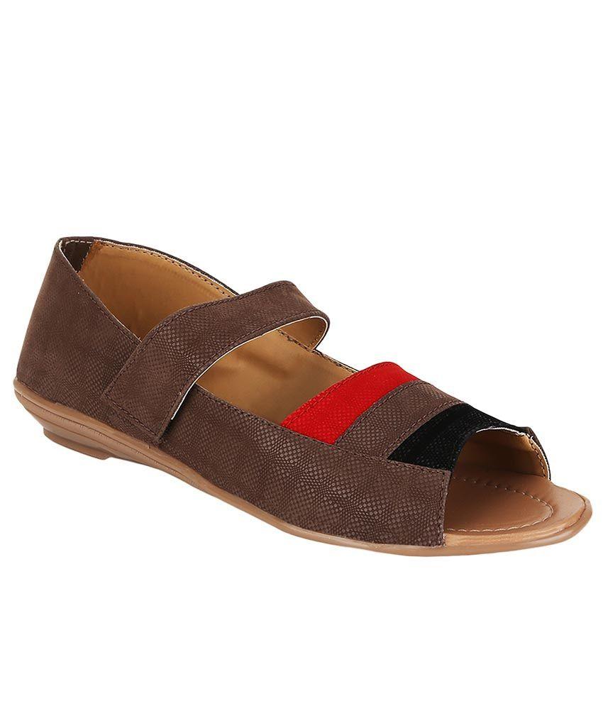 Selfie Brown Flat Sandals