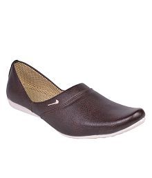 5ca3c7ba7db0 Ethnic Footwear  Buy Ethnic Shoes and Footwear for Mens at Best ...