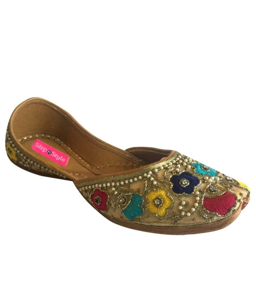 Step n Style Multicolour Punjabi Juttis