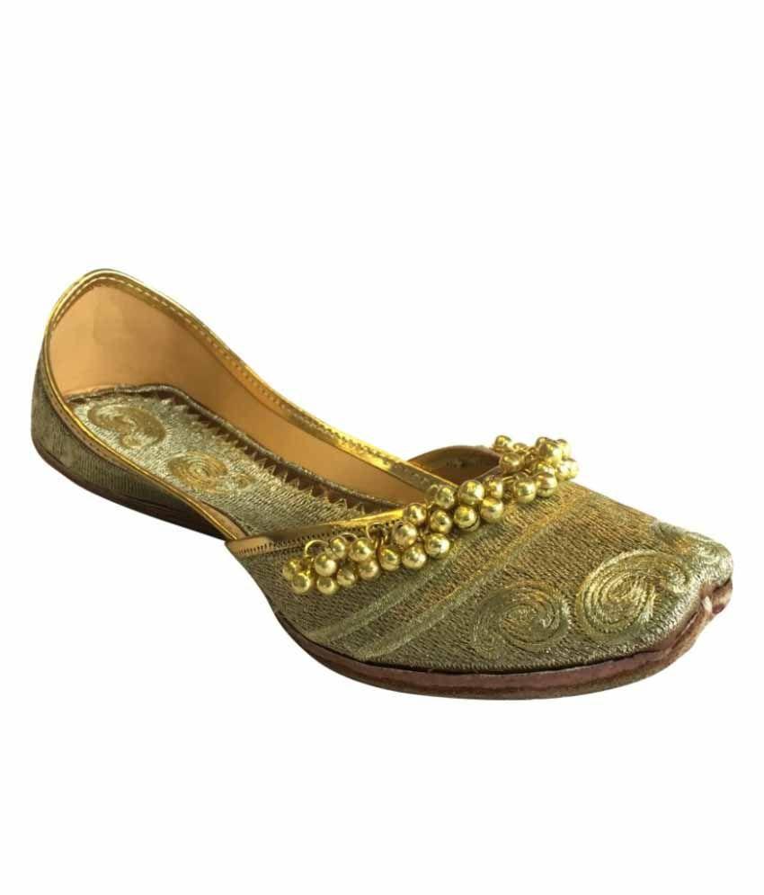 Step N Style Golden Juttis