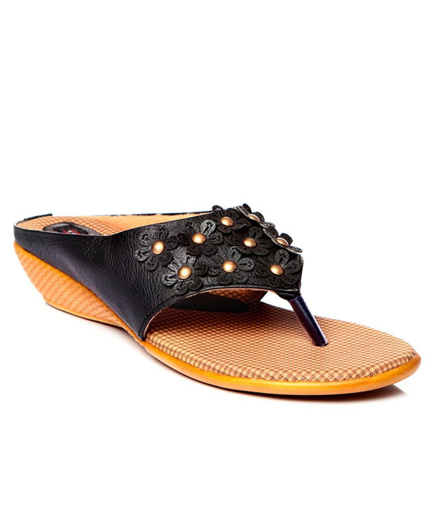Trilokani Black Flat Slippers For Women