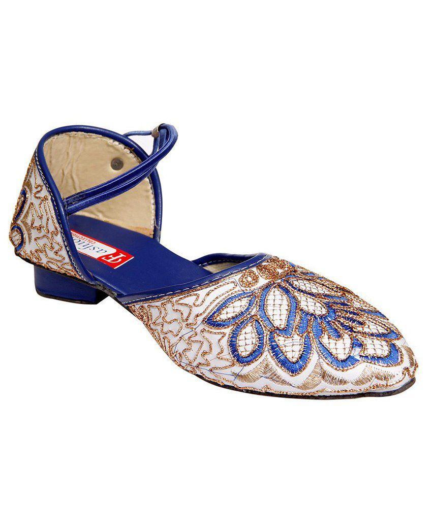 Step Zone Blue & White Sandals