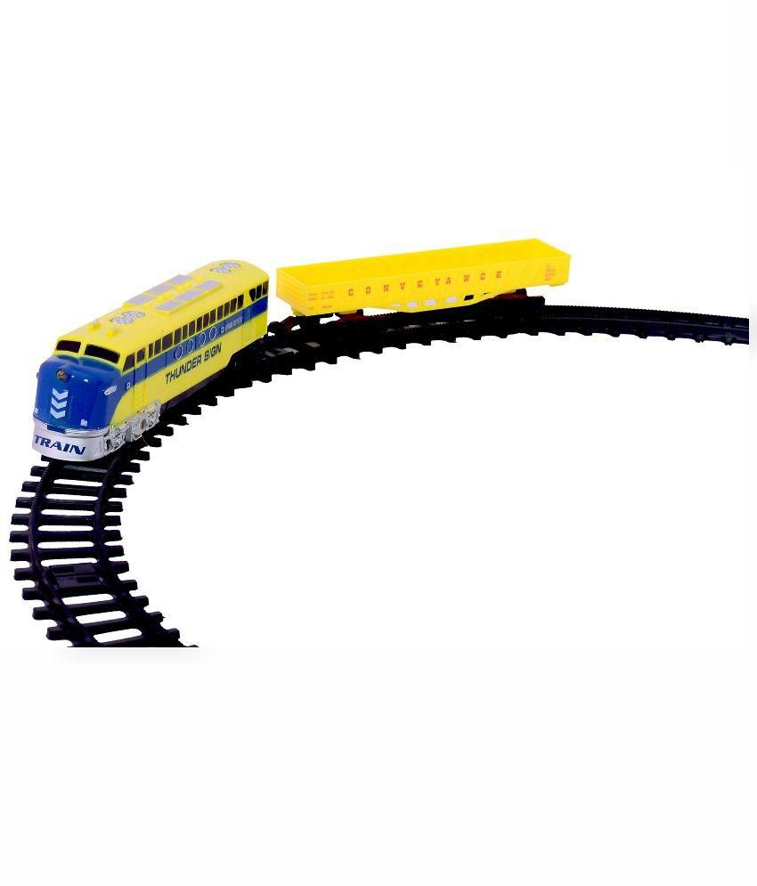 Planet of Toys Planet of Toys Yellow and Black Plastic Train Track Set