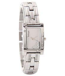 Titan Raga 9716SM01 Analog Women's Watch