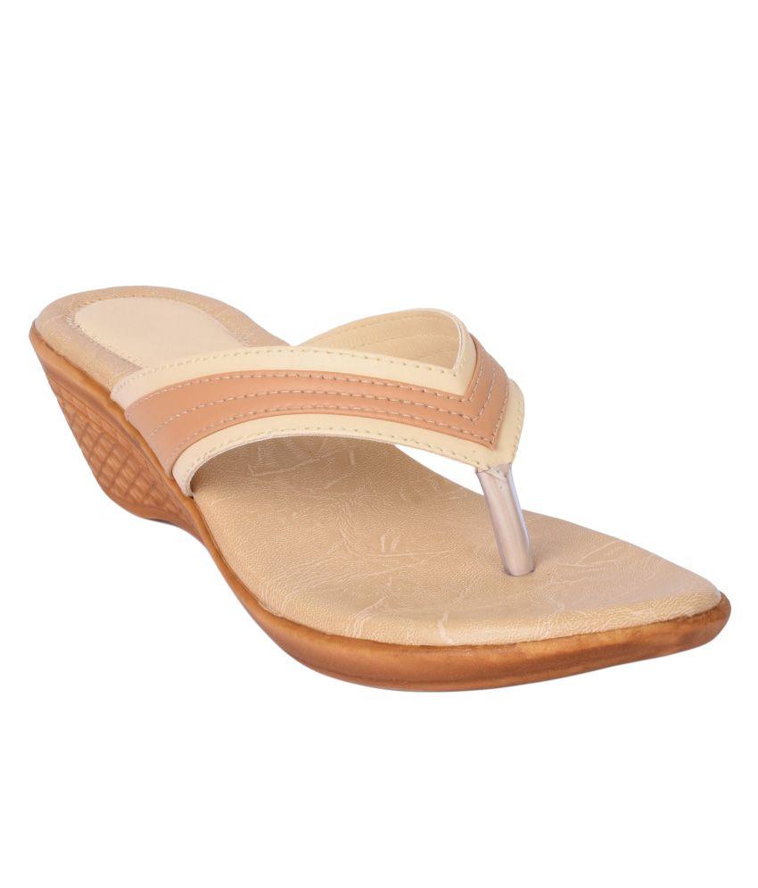 La-Juliana Beige Wedges Heels
