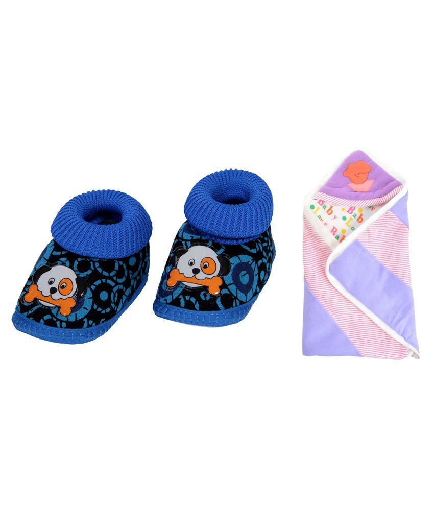 RSO Combo of Multicolour Cotton Baby Reversible Wrap and Baby Shoes