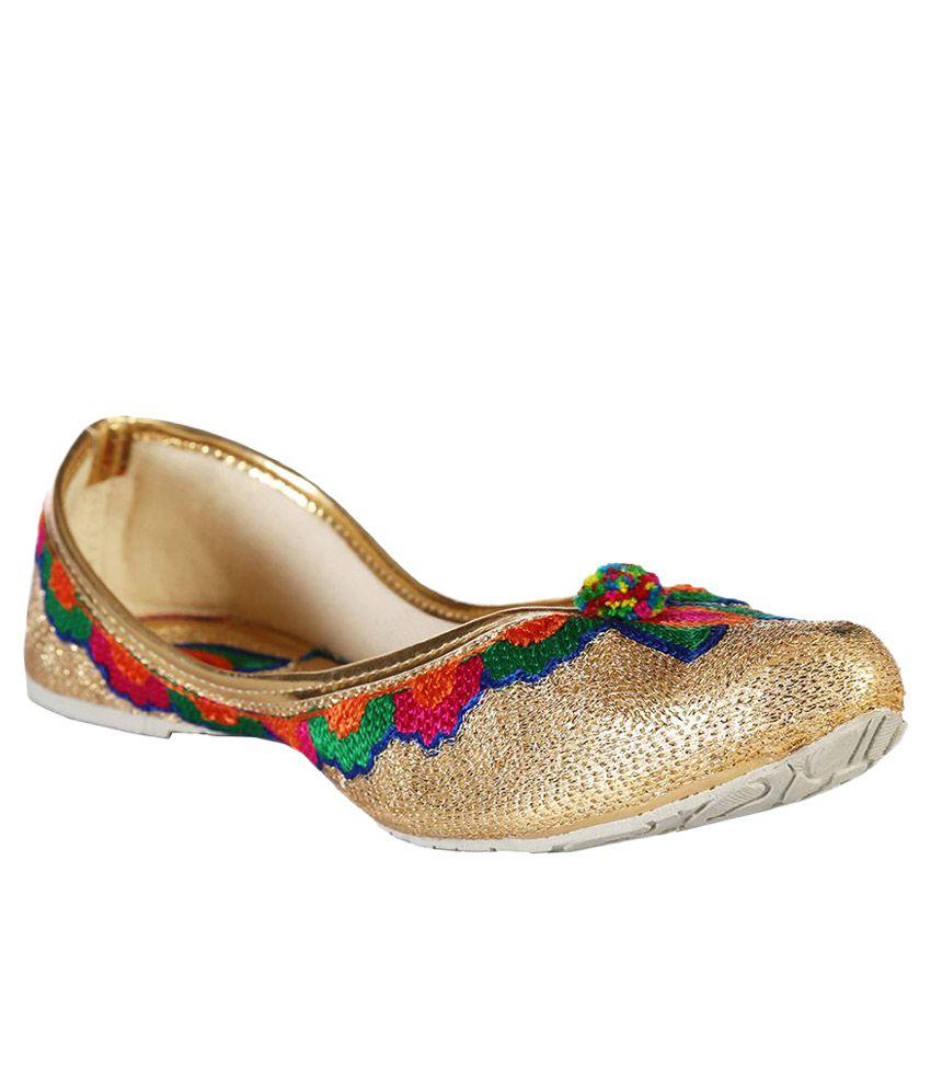 Baannaa Gold Ethnic Footwear