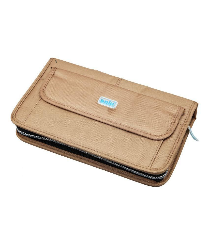 Solo Computer Cd Zipper Wallet  available at snapdeal for Rs.330
