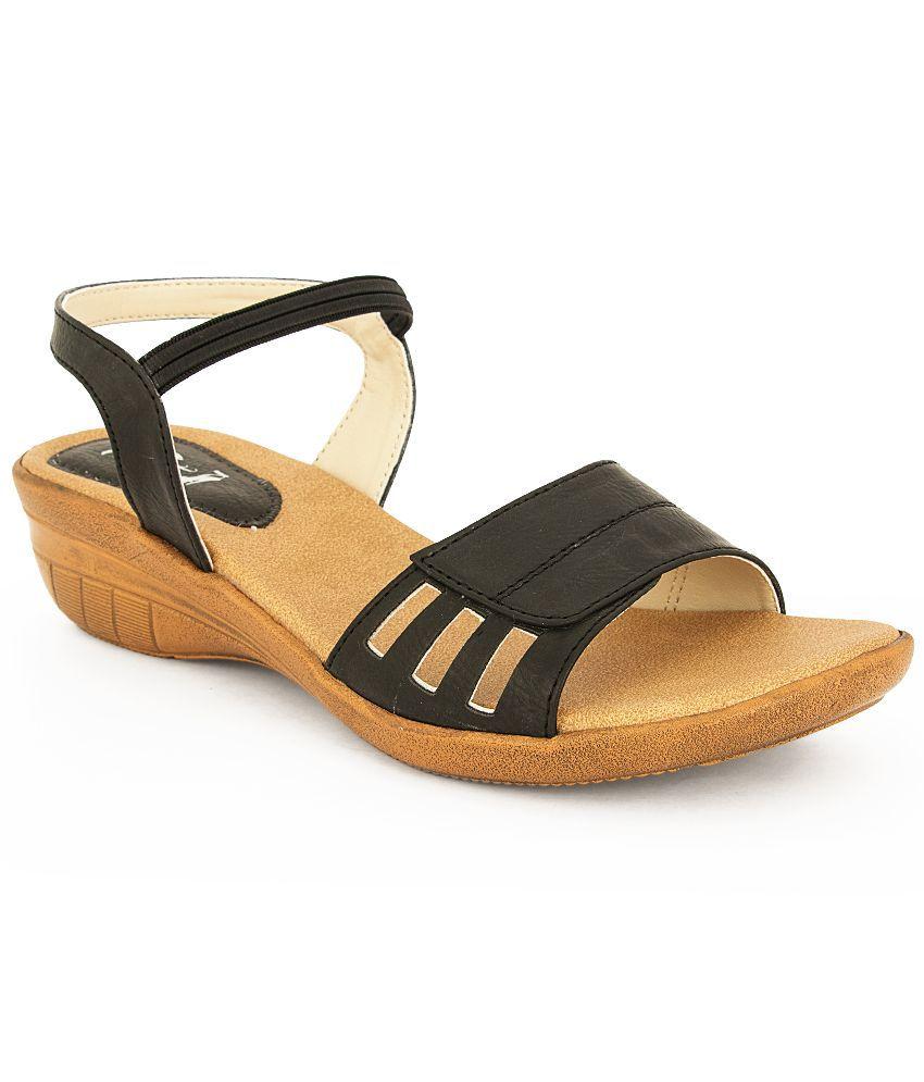 Totta Black Wedges Heels