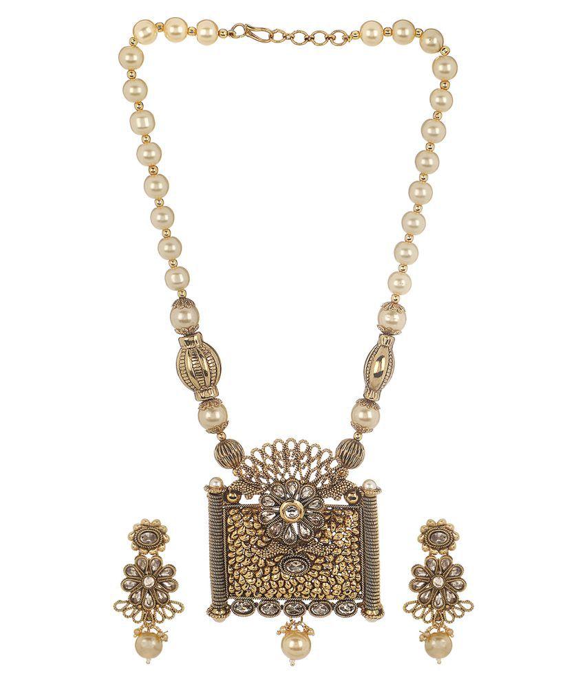 Prita's Classic Kundan Necklace Set