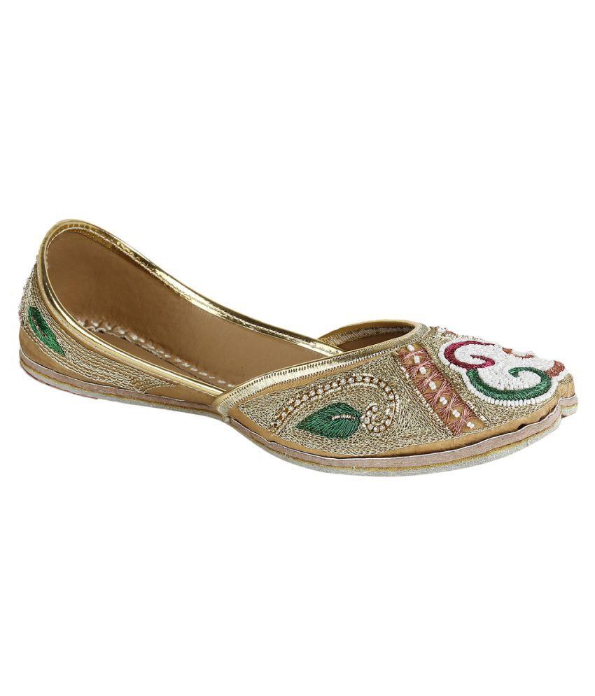 Saashiwear Gold Flat Ethnic Footwear