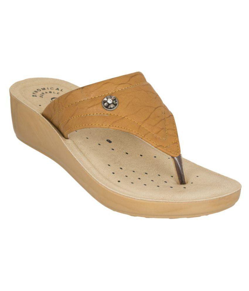 Combit Beige Slippers