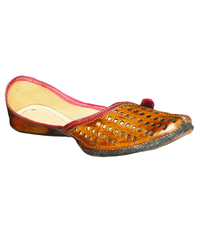 DesiArchies Tan Flat Ethnic Footwear