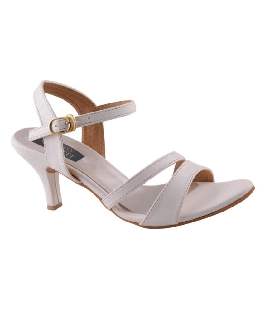 6f6e4bcc333 Classy Feet White Kitten Heels Price in India- Buy Classy Feet White Kitten  Heels Online at Snapdeal