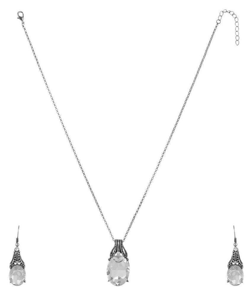 High Trendz Silver Pendant Set