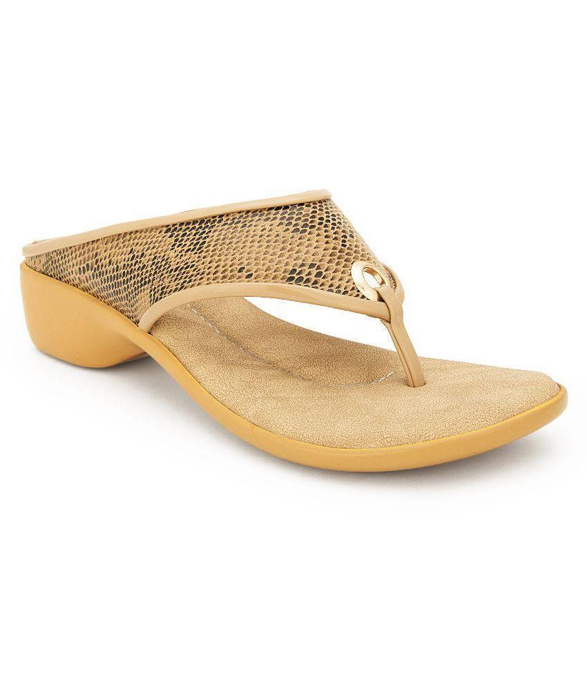 Feet N Knots Beige Wedges Heels