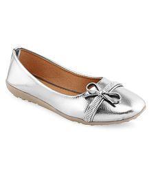 Vaniya Shoes Silver Ballerinas