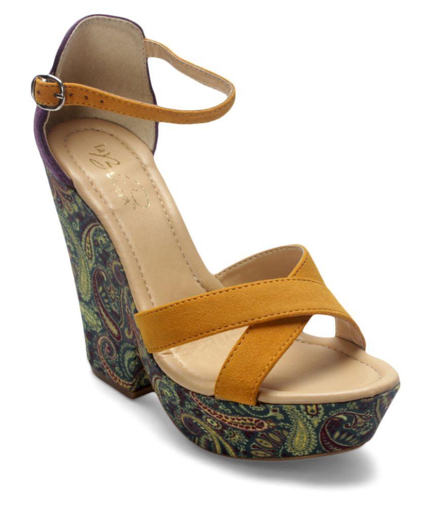 La Briza Yellow Heels