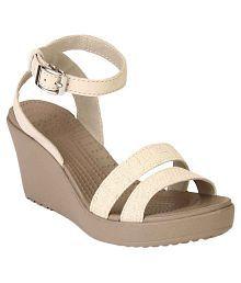 b26c0af69 Crocs Women s Footwear  Buy Croc Shoes for Women Online
