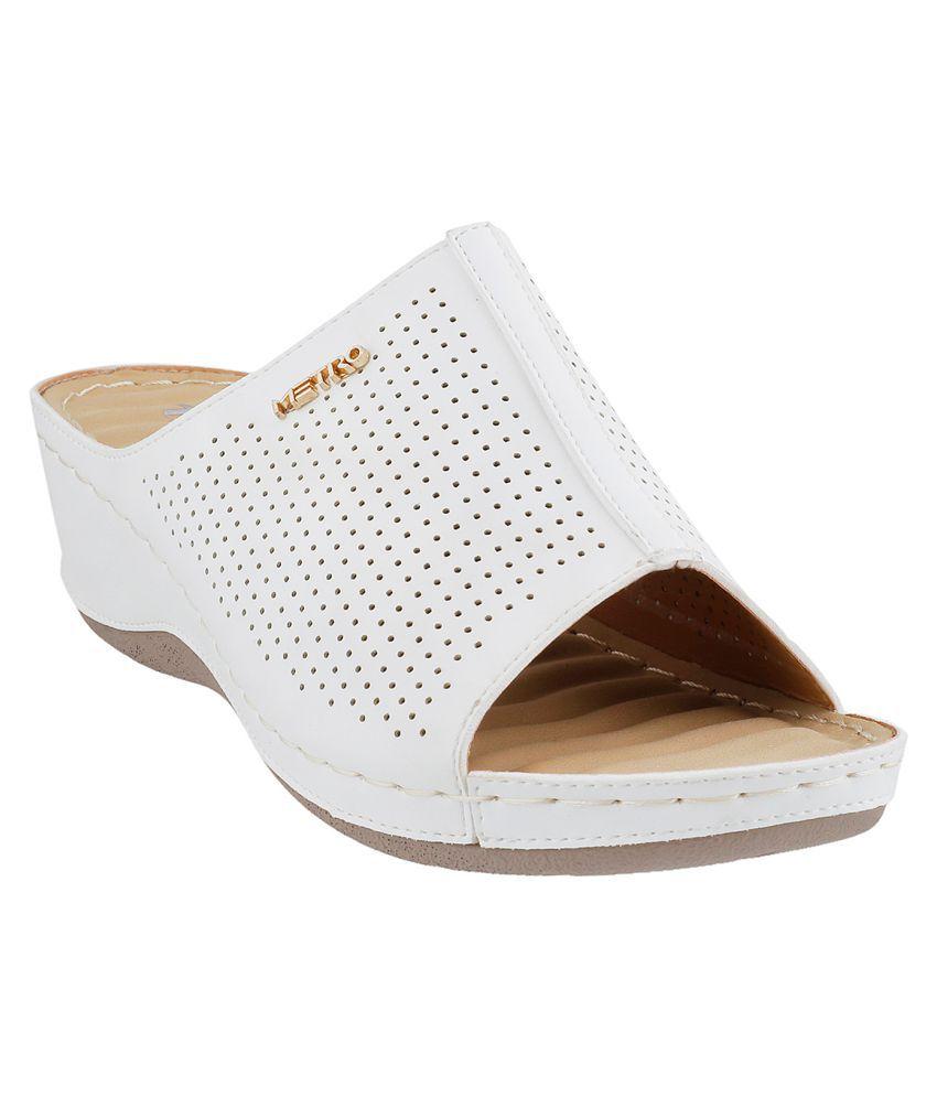 METRO WHITE Heels