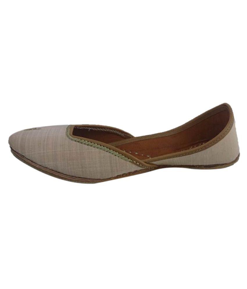 Kaashvi Beige Flat Ethnic Footwear